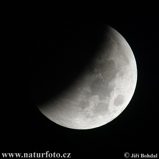 "Obrázek ""http://www.naturfoto.cz/fotografie/ostatni/zatmeni-mesice-2810045777.jpg"" nelze zobrazit, protože obsahuje chyby."